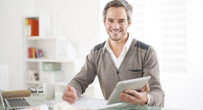 Onze technisch-commercieel medewerkers luisteren naar u en <Strong>adviseren u gratis en geheel vrijblijvend.</Strong>